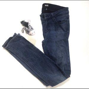 Paige Skyline Skinny Jeans Dark wash size 25